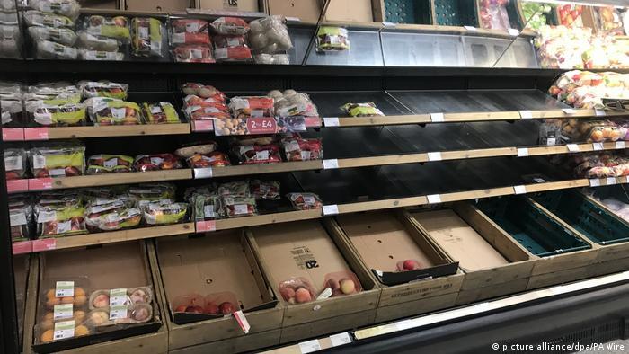 Supermarkt in Belfast: leere Regale in einer Marks & Spencer's Filiale