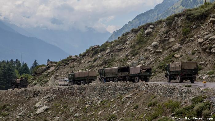 Indien Kashmir Gagangir | Indischer Armeeconvoy