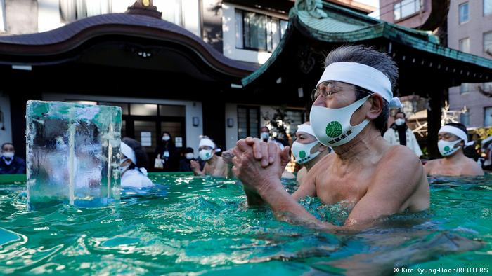 BdTD Japan Tokio |Eisbad mit Maske