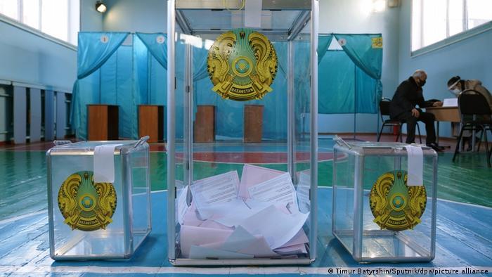 Избирательные бюллетени на выборах в Казахстане