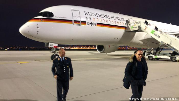 Menlu Jerman Heiko Maas melakukan penerbangan perdana dengan Kurt Schumacher
