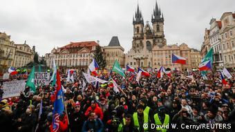 Демонстрация противников карантинных ограничений в Праге 10 января