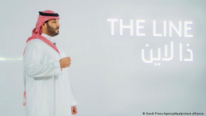 Saudi Prince Mohammed bin Salman presents plans for 'The Line'.