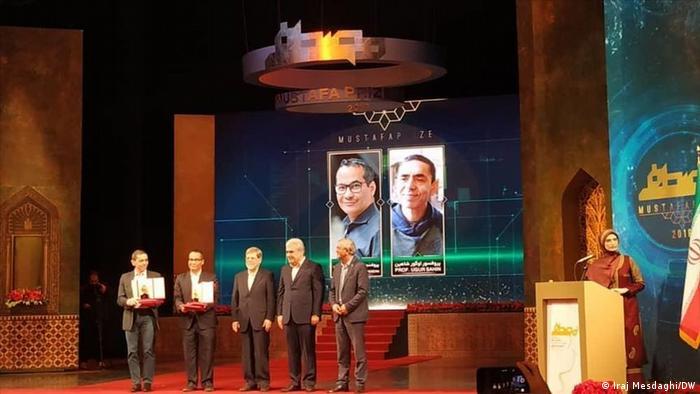 اعطای جایزه به اوگور شاهین، سازنده واکس کرونا در شرکت بیونتک در ایران