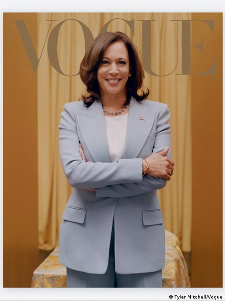 Una segunda imagen muestra a Harris vestida más formalmente.