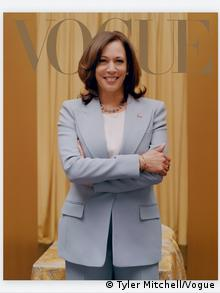 The Februar 2021 Vogue cover featuring Harris in a light blue suit in front of a gold background