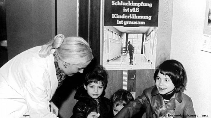 """""""Oralna vakcina je slatka, dečija paraliza je užasna"""": u Zapadnoj Nemačkoj su reklamnim kampanjama pokušavali da povećaju spremnost ljudi da vakcinišu decu"""