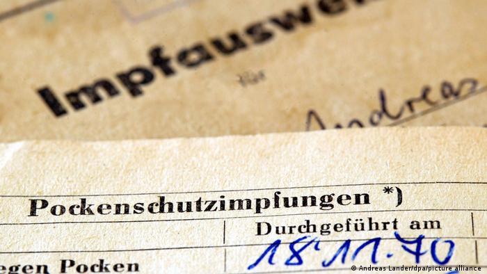 Vakcinacija je u DDR-u, kao i u SFRJ, bila obavezna