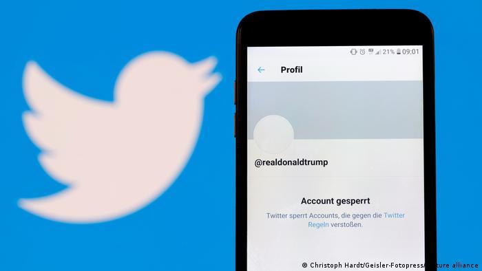 Símbolo de Twitter, con la cuenta de Donald Trump bloqueada.