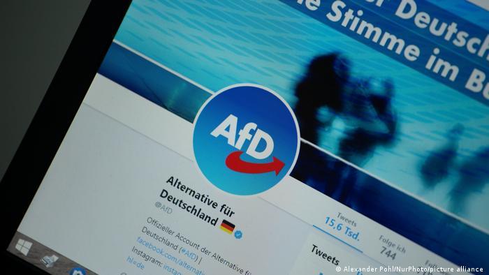 Foto eines Bildschirms mit dem Twitter-Profil der Alternative für Deutschland