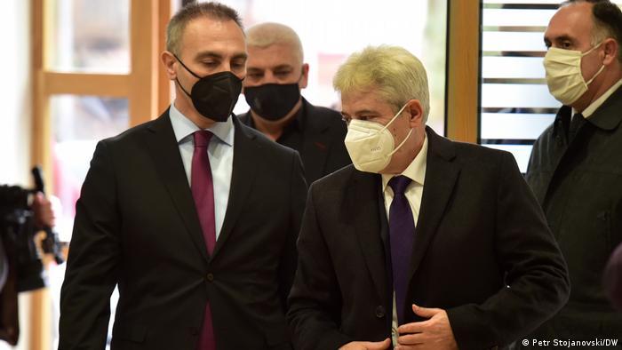 Artan Grubi, Minister für politisches System in Nord Mazedonien und Ali Ahmeti, Parteivorsitzender der albanischen Partei DUI in Nord Mazedonien