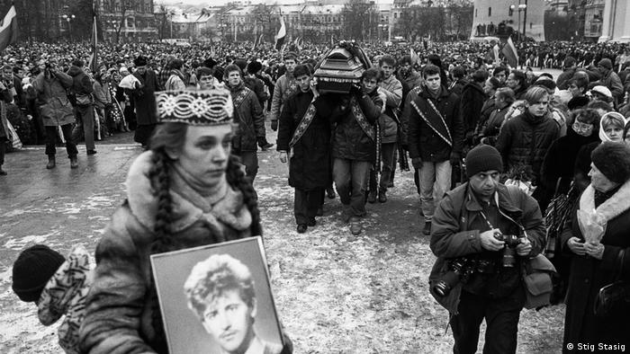 Похороны погибших при штурме телебашни в Вильнюсе, январь 1991 года