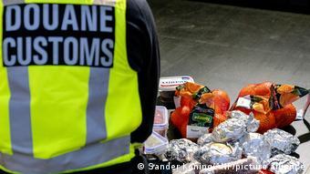 Ολλανδοί τελωνειακοί ελέγχουν ακόμη και τα ψώνια στους Βρετανούς ταξιδιώτες