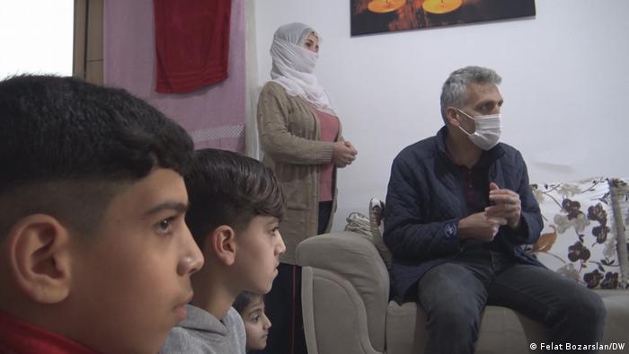 Donat ailesinin çocukları on aydır eğitim görmüyor.