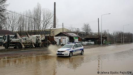 Mnogi delovi južne Srbije još su odsečeni od ostatka zemlje. Osim njiva i domaćinstava, pod vodom se nalaze brojni seoski i putevi drugog i trećeg reda. Policija je na terenu. Spasilačke ekipe su, prema zvaničnim podacima, iz poplavljenih objekata spasile živote jednom radniku šljunkare u okolini Niša, starici opkoljenoj vodom u okolini Žitorađe i jednom poljoprivredniku u okolini Dimitrovgrada.
