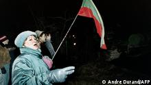 Lithuanians demonstrate during the assault on the Lithuanian Radio and Television station by Soviet Red Army on January 13, 1991 in Vilnius. Soviet troops opened fire on unarmed civilians in Vilnius, killing 13 people and injuring 145 others. Lithuania declared unilaterally its independence from Soviet Union 11 March 1990. (Photo by ANDRE DURAND / AFP)