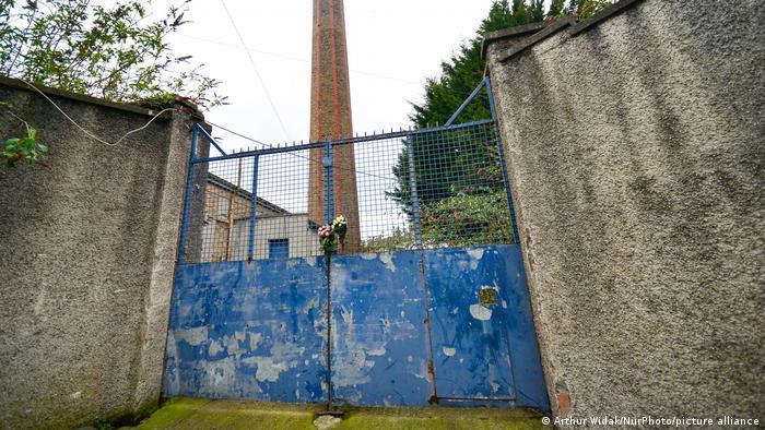 La entrada al antiguo emplazamiento de la lavandería de las Hermanas de la Caridad Magdalena en Donnybrook, Dublín.