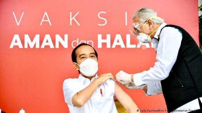 Indonesien Präsident Joko Widodo Covid-19 Impfung