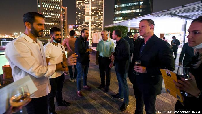 کارآفرینان فناوری اسرائیلی به همراه همکارانشان از امارات در هتلی در دبی
