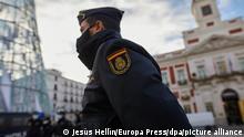 Spanien Madrid |Weihnachten, Sicherheit |Polizist