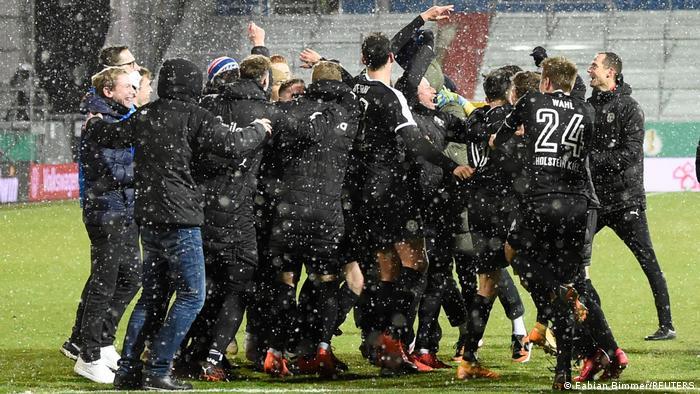 Igrači Kiela slave nakon pobjede protiv Bayerna