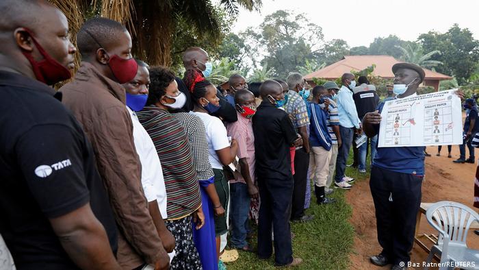 Uganda Wahlen l Wahlstation in Kampala