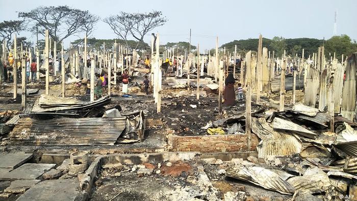 Bangladesch l Abgebranntes Flüchtlingscamp von Rohingyas in Teknaf