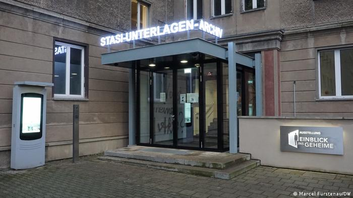 Eingangstür der ehemaligen Stasi-Zentrale