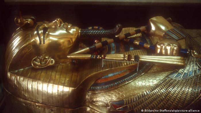 Ägypten I Goldsarkophag des Tutanchamun