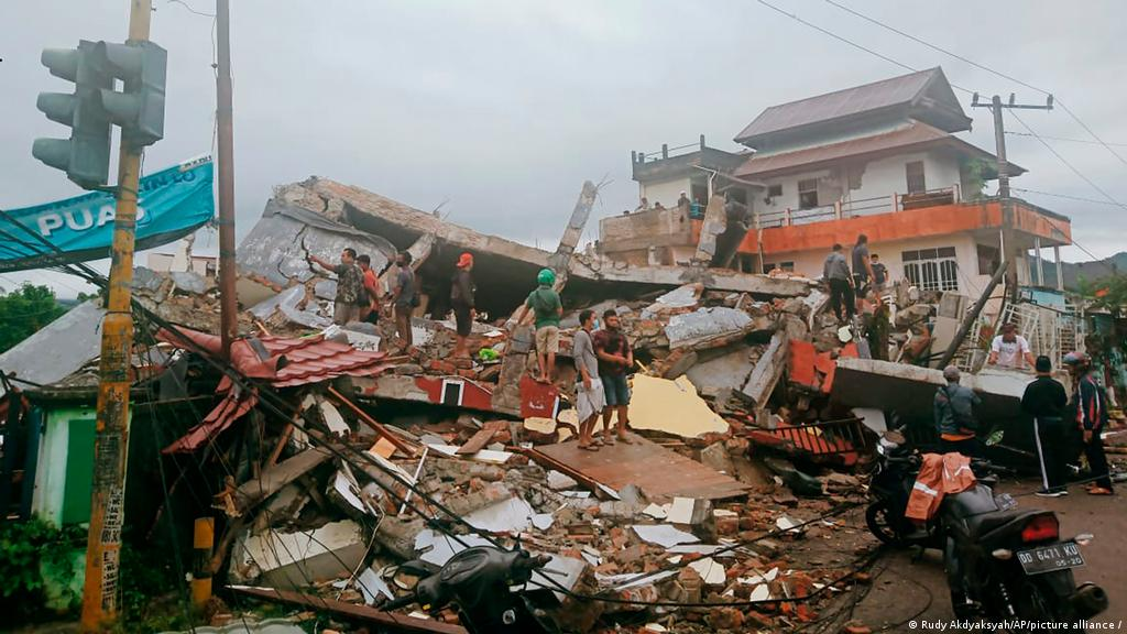 Sube A 26 Cifra De Muertos Por Terremoto En Indonesia El Mundo Dw 15 01 2021