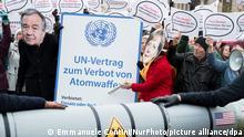 Protest gegen Nuklearwaffen und die Spannungen zwischen USA und Nordkorea in Berlin
