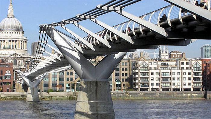Flash-Galerie Norman Foster Millenium Bridge London