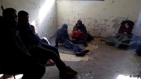 Ćelija u podrumu policijske stanice Gradina (tajni snimak koji su načinili migranti)