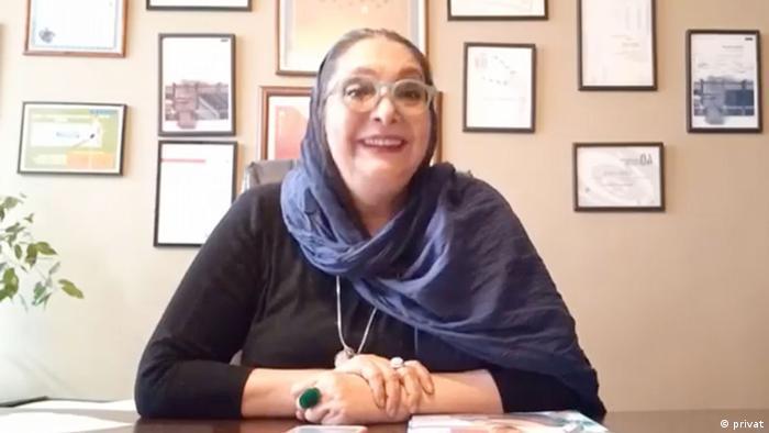 منیژه حکمت به صورت آنلاین در مراسم اهدای جایزه به فیلمش شرکت کرد