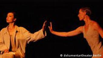 Dokumentartheater Berlin Gastspiel in Kiew Aufführung Tänzerin hinter Stacheldraht