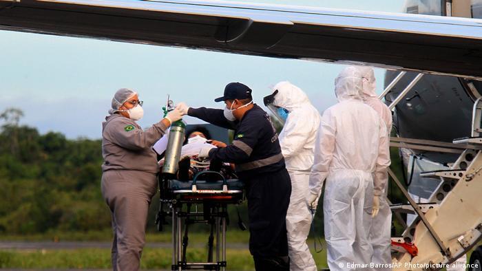 Paciente é transferido para avião