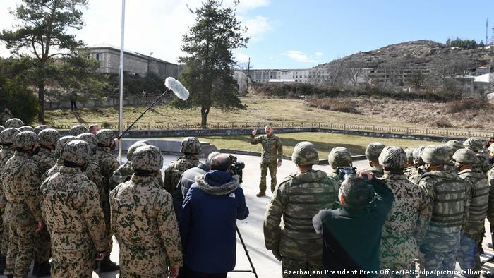 علیاف با هشدار به ارمنستان گفت: «اگر آنها به انتقام فکر کنند، یک بار دیگر مشت آهنین ما را میبینند، پاسخ ما سختتر خواهد بود.» رئیس جمهوری آذربایجان در سخنان خود به سربازان دستور داد که مانند چشمانشان از سرزمینهای آزاد شده محافظت کنند.