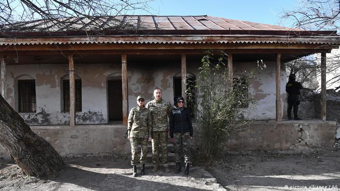 بازدید از موزه مرتضی رضا اوغلو مشهور به بلبل از خوانندگان معروف آذربایجان. او در این خانه در سال ۱۹۰۷ در شهر شوشا تحصیل موسیقی را آغاز کرد و سپس به شهر گنجه منتقل شد.
