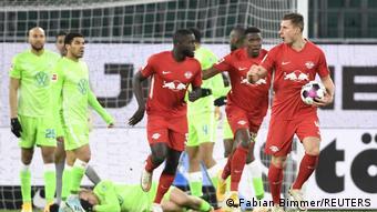 Le RB Leipzig s'en est remis à ses défenseurs Nordi Mukiele et Willi Orban pour marquer contre Wolfsburg