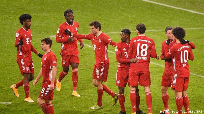 Joie des Bavarois après leur deuxième but face à Fribourg