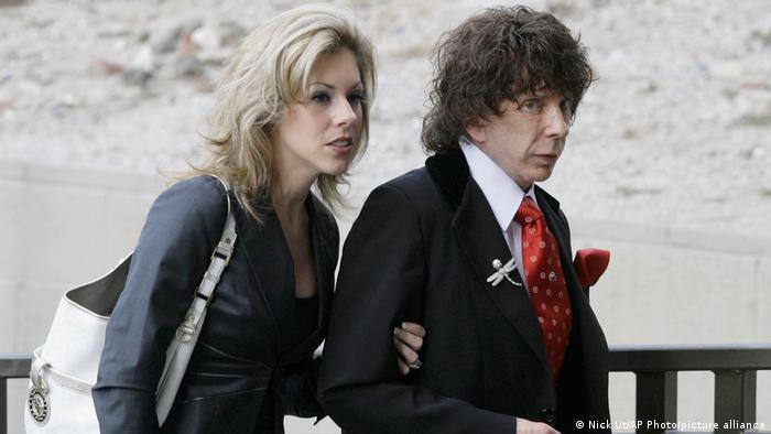 Spector arrives in court with his then-third wife in March 2008