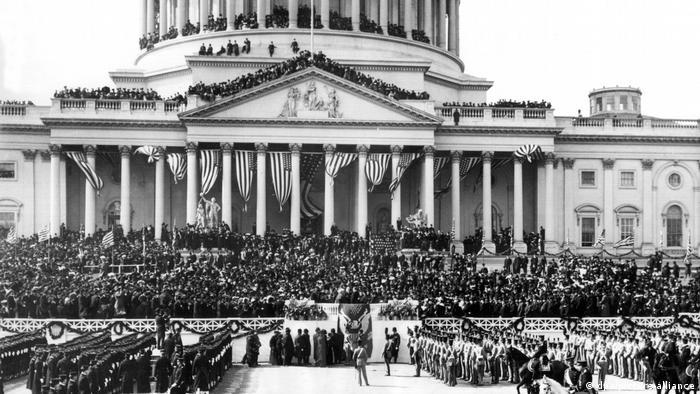 Crowds and the military stand in front of the US Capitol building for Theodore Roosevelt's inauguration
