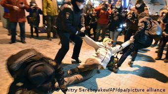 Navalni'nin dönüşünü bekleyen çok sayıda kişi gözaltına alınmıştı