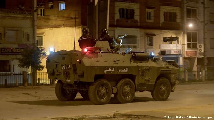Las fuerzas de seguridad hicieron un gran despliegue y utilizaron cañones de agua y tanquetas.