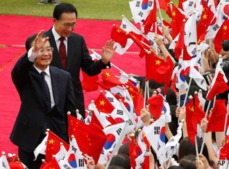 PM Cina Wen Jiabao dan Presiden Korsel Lee Myung-bak.