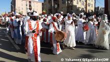 Ketera / Timket Schlagwörter: Äthiopien, Ethiopia, Ketera, Timket Bildbeschreibung: Tausende Menschen versammelten sich heute in Addis Abeba um Timket (Epiphany ) zu feiern. Viele haben sich aber nicht an Covid Maßnahmen gehalten. Datum: 18.01.2021 Bildrechte : Yohannes G/Egziabher