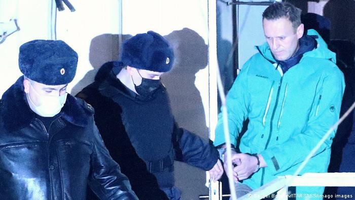Навального затримують в аеропорту Шереметьєво