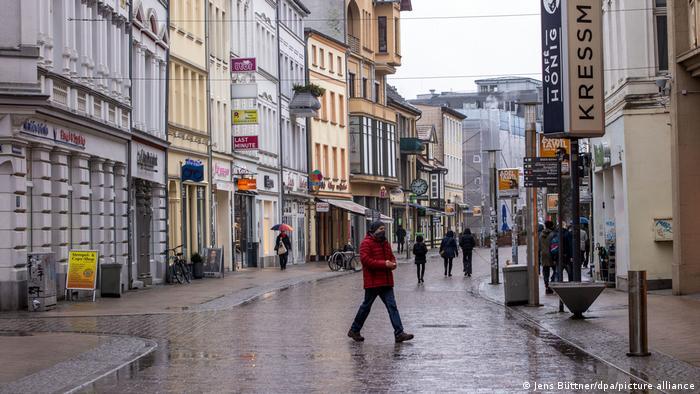 Arteră comercială pustie la Schwerin, ianuarie 2021