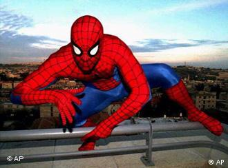 Hamburg cops are looking for a gang into high-profile theft and superhero costumes