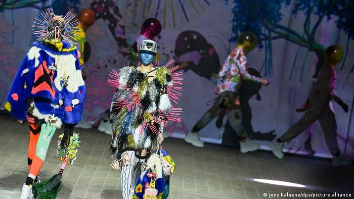 Показ работ Тома ван дер Борхта на Berlin Fashion Week - 2021